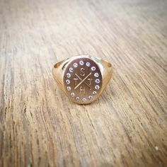 Signet ring with 16 brilliants and personal engraving