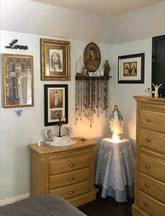 Nun Catholic, Catholic Altar, Catholic Prayers, Home Altar, Prayer Room, Destress, Diy Home Decor Projects, Patron Saints, Homemaking