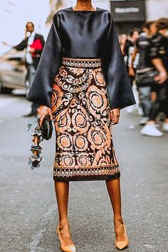 Fall Chic Square Collar Top With Vintage Printed Skirt Suits.- Fall Chic Square Collar Top With Vintage Printed Skirt Suits 👽🖖🏾 Fall Chic Square Collar Top With Vintage Printed Skirt Suits 👽🖖🏾 - Look Fashion, Autumn Fashion, Womens Fashion, Fashion Tips, Fashion Design, Fashion Trends, Ladies Fashion, Fashion Ideas, Feminine Fashion
