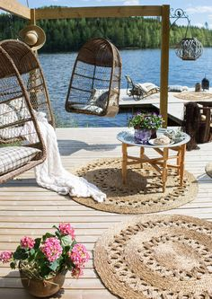 Lakeside Living, Lakeside Cottage, Cottage Porch, Garden Cottage, Floating Deck, Swedish House, House With Porch, Summer Time, House Design