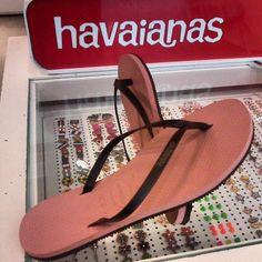 Havaianomaniacos: Havaianas You: As novas rasteirinhas com tiras de couro.