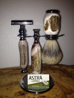 This is one of the finest All Natural Shed Deer Antler Safety Razors money can buy. This will be a 3 piece Razor set made from all Natural