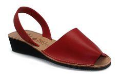 http://www.tuzapateria.es/index.php/tienda/ibicencas-cu-a-sandalia-cu-a-rojo-calzados-arancha.html