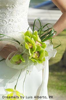 What I like here is the idea that just came to me.I could have a wrist corsage, depending on how I held it. Zen Wedding, Japanese Wedding, Floral Wedding, Wedding Flowers, Wedding Ideas, Destination Wedding, Orchid Bouquet Wedding, Corsage Wedding, Bridesmaid Bouquet