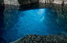 A gruta no Parque Nacional Península Bruce, em Ontário, Canadá © Ryan McGilchrist #momondo