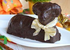 Vyzkoušejte recept na velmi jemného a vláčného tvarohového beránka s čokoládovou polevou, který krásně dozdobí velikonoční stůl. Pudding, Cake, Desserts, Food, Tailgate Desserts, Deserts, Custard Pudding, Kuchen, Essen