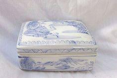 Vintage Zhongguo Zhi Zao marked Asian Porcelain Trinket Box Hand painted China