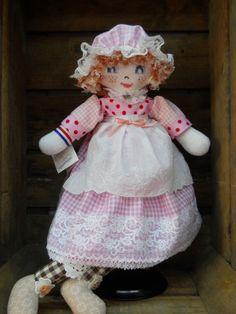 poupée de chiffon Charlotte,  http://www.lamaisondemathurine.com/ours-en-peluche-de-createur/les-poupees-tissu/