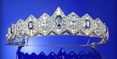 SAPPHIRE TIARA, 1930S, DESIGNED AS A BAND OF HEXAGONS GRADUATED IN SIZE FROM THE FRONT