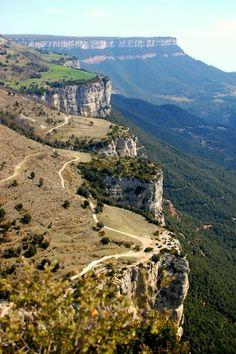 La #Garrotxa ist eine Region im Norden von #Katalonien, wo sich kilometerlange Felsplateaus über weite Täler erstrecken. Vergessene wunderschöne Dörfer wie #Tavertet sind hier zu finden. http://suite101.de/article/tavertet---ein-felsendorf-in-katalonien-a115901