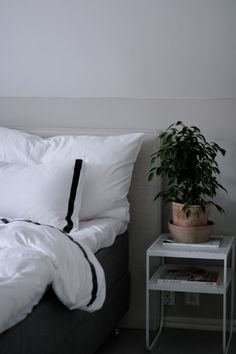 Påslakan Band White Smoke - härlig hotellkänsla hos Tilda Bjärsmyr. Beach House Jersey bedding
