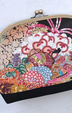 「ビーズ刺繍ポーチ6号」・薬玉宝尽くし花唐草絞り模様 | ガマグチバッグ・お財布 | Shop