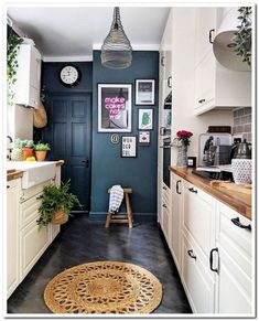 A small kitchen can of course be as cozy and practical as a big one. The small kitchen ideas 2019 will make sure you get that functional small kitchen design 20 Best Kitchen Cabinets, Kitchen Cabinet Design, New Kitchen, Compact Kitchen, Floors Kitchen, Kitchen Wood, Kitchen White, Bathroom Cabinets, Country Kitchen
