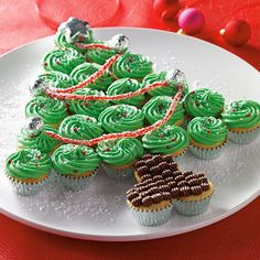 Mini Cupcake Christmas Tree - The Pampered Chef® Marshmallow Treat Ornaments - The Pampered Chef® I love PC!! Shop now or join my team @ www.pamperedchef.biz/emileeskitchen, join me on Facebook Emilee's Pampered Chef Kitchen. Contact me to get some FREE :)