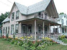 A+Vacation+That+Feels+Like+Home+++Vacation Rental in Thousand Islands from Wellesley Hotel, Bay Village, Island Park, Victorian Cottage, Thousand Islands, Upstairs Bedroom, Great Places, Vacation, Mansions
