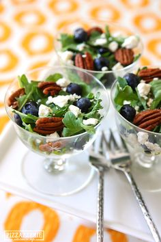 Blueberry & Feta Salads Party Tip: Serve this tasty salad recipe individual servings for parties!Party Tip: Serve this tasty salad recipe individual servings for parties! Tapas, Feta Salat, Cooking Recipes, Healthy Recipes, Food Presentation, Soup And Salad, Salad Recipes, Food And Drink, Favorite Recipes