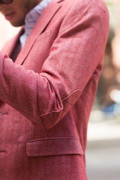 Salmon Herringbone Jacket #mensfashion - vielleicht eine Inspiration für Ihren nächsten Traumanzug / Ihr nächstes Traumsakko? Mehr unter www.jk-masskonfektion.de - der Maßkonfektionär mit Heimservice in Baden