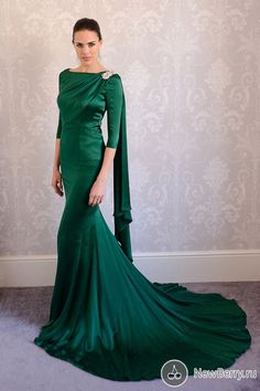 """Between the color, train, the sash, and the boatneck, this dress says """"I am the Empress of Emerald City, and you are all my minions."""""""