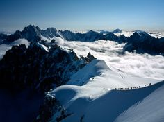阿爾卑斯山|The Alps|Climbers descend the ridge of the Arête de l'Aiguille du Midi in Chamonix, France.|Places of a Lifetime Photos -- National Geographic