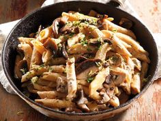 This creamy pasta dish makes a delicious meatless meal – and it's quick to prepare. Creamy Pasta Dishes, Creamy Mushroom Pasta, Creamy Mushrooms, Stuffed Mushrooms, South African Recipes, Ethnic Recipes, Kung Pao Chicken, Japchae, Dinner Ideas