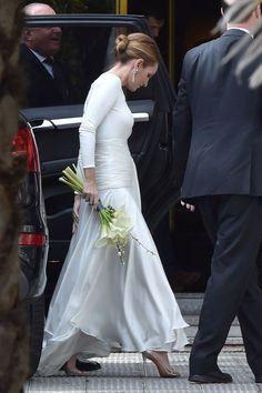 La boda ha tenido lugar en la casa de la infanta doña Pilar, madre del novio, en la urbanización Puerta de Hierro de Madrid. Una íntima ceremonia celebrada en el interior de la vivienda, seguida de un almuerzo del que se ha encargado la hermana del rey Juan Carlos.