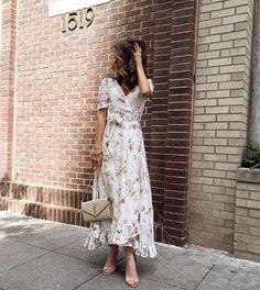 Pin for Later: 13 Chic Yet Effortless Outfits to Pack For Your Summer Vacation A Maxi Dress and Sandals A one-and-done look.