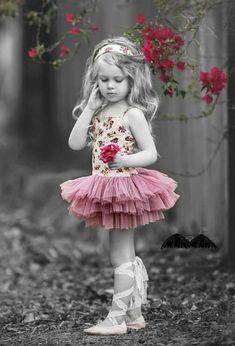 Selected color / B & W photo idea Splash Photography, Color Photography, Beautiful Children, Beautiful Babies, Cute Kids, Cute Babies, Color Splash Photo, Toddler Photography, Tiny Dancer