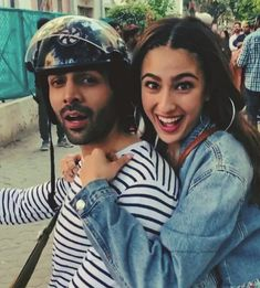 Kartik Aaryan and Sara Ali Khan spotted promoting Love Aaj Kal in Mumbai. Love Aaj Kal is a romantic drama film written and directed by Imtiaz Ali. Bollywood Couples, Bollywood Outfits, Bollywood Stars, Indian Celebrities, Bollywood Celebrities, Bollywood Actress, Wedding Couple Poses, Couple Posing, Cute Actors