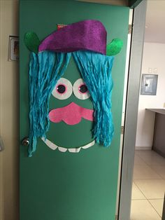 Trolls door