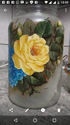 Artes Glass Bottle Crafts, Wine Bottle Art, Painted Wine Bottles, Lighted Wine Bottles, Painted Jars, Bottle Lights, Glass Bottles, Decoupage Jars, Glass Painting Designs