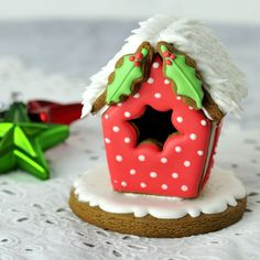 Gingerbread Bird House Tutorial ...............        well, it is not a polymer clay tut, but it is most inspiring :)
