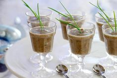 Mushroom and chestnut soup to serve in mini glasses at a buffet party Christmas Entertaining, Holiday Dinner, Soup Recipes, Cooking Recipes, Party Buffet, Gumbo, Soups And Stews, Finger Foods, Stuffed Mushrooms