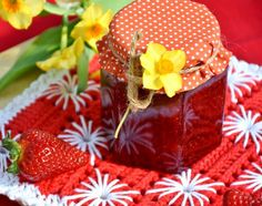Quick and easy berry jam recipe—just 2 ingredients, in 2 hours! Learn how to make berry jam from The Old Farmer's Almanac. Best Rhubarb Recipes, Jam Recipes, Vegan Recipes, Vegan Food, Jelly Recipes, Free Recipes, Frutas Low Carb, Salsa Morita, High Acid Foods