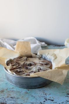 Warm, gooey rolls of enriched yeasted dough filled with coffee-cardamon-brown-sugar-butter, topped with crème fraîche icing. Round Cake Pans, Round Cakes, Donut Recipes, Dessert Recipes, Breakfast Recipes, Desserts, Plum Torte, Morning Bun, Butter Tarts