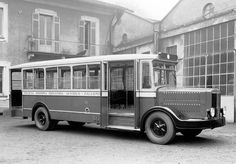 Alfa Romeo 50 Biscione Autobus Palermo (1931-34) Alfa Romeo Cars, Bus Coach, Vintage Travel Trailers, Bus Driver, Busses, Car Manufacturers, Old Trucks, Public Transport, Fiat