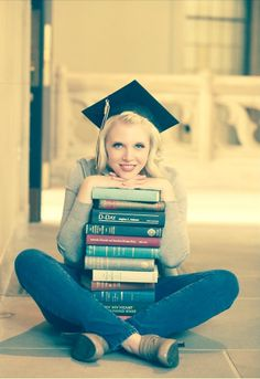 Posh Poses | Solo | Great Way to Incorporate Graduation Cap | Props | Senior Girls