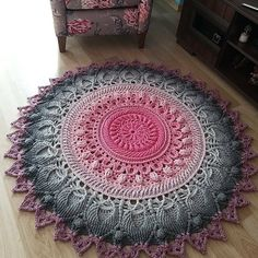 Doily Rug, Doilies, Handmade Handbags, Beach Mat, Projects To Try, Outdoor Blanket, Fancy, Creative, Tops