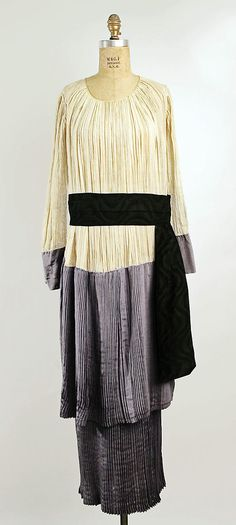 Pleated silk and cotton afternoon dress by Callot Soeurs, French, 1915. From the collections of the Metropolitan Museum of Art.