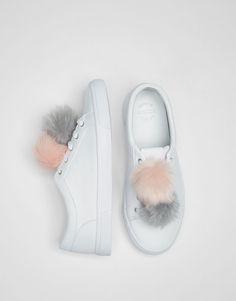 Bamba blanca. Detalle pompones. - Últimas novedades - Calzado - Mujer - PULL&BEAR México