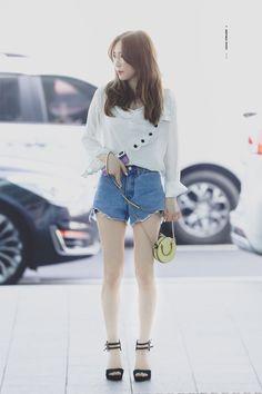 Reject the Binary Taeyeon Fashion, Fashion Idol, Ulzzang Fashion, Pop Fashion, Girl Fashion, Fashion Outfits, Womens Fashion, Girls' Generation Taeyeon, Girls Generation
