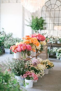 Stunning spring florals: http://www.stylemepretty.com/living/2016/03/24/think-you-cant-make-your-own-spring-centerpiece-think-again/ | Photography: Matthew Land Studios - http://www.matthewland.com/