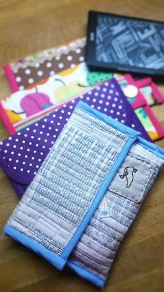Mit unserer Schritt-für-Schritt-Anleitung kannst du ganz schnell und einfach selber eine tolle Kindle-Hülle nähen.Mit kostenlosem Schnittmuster! Viel Spaß!