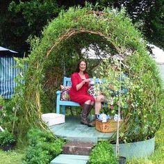 Как сделать беседку из ивы в саду Идея сделать красивую беседку из ивы кажется оригинальной, но не очень простой. Если честно, то достаточно знать основы создания такой беседки и просто начинать втык…