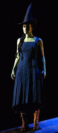 Elphaba Ballroom Costume from Wicked the Musical. All of the costumes in Wicked contain no straight lines - they're all diagonal or circular in some way Wicked Musical, Broadway Wicked, Broadway Plays, Broadway Theatre, Wicked Witch, Musical Theatre, Broadway Shows, Broadway Costumes, Wicked Costumes
