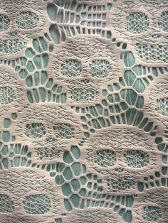 textile : dentelle motif crâne