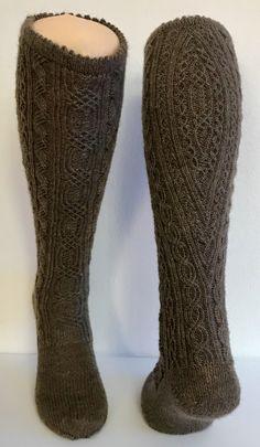 Thigh High Boots Heels, Thigh High Socks, Thigh Highs, Latex Fashion, Emo Fashion, Crochet Slippers, Knit Crochet, Kilt Socks, Emo Dresses