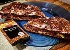 Guten morgen ihr lieben   Ich weiß Weihnachten  ist vorbei aber Spekulatiusgewürz geht bei mir immer und dieser Protein Kuchen ist voll davon und extrem lecker    Inspiriert von @natigrebe  Leicht abgewandelt  Hier das Rezept : 2Eier schaumig schlagen mit 60g Dinkelmehl 30g Schoko Whey  8g Backpulver 22g Xucker Trinkschokolade Xucker Light 1 Päckchen Spekulatiusgewürz Supplify Haselnuss Aroma  My Protein Flavor Drops Vanille ein wenig Zitronensaft 100g Quark Creme und einem klein…