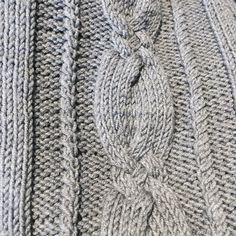 """Gefällt 96 Mal, 1 Kommentare - stricken & häkeln (@strickenhaekeln) auf Instagram: """"Wir lassen das Osterwochenende auf dem Sofa ausklingen. Die Decke ist perfekt für das wechselhafte…"""""""