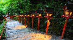 京都貴船神社の夕暮れ時の石段と灯篭の七夕笹飾りライトアップ 2014年7月31日