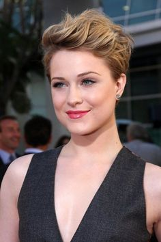 Flattering! pixie hairstyle for a round face: sideburns set a frame for a round face. Blonde hair with darker roots is flattering because it elongates. The face appears to begin higher, at the roots.